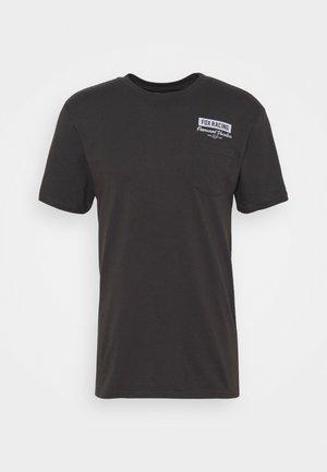 CAST AWAY POCKET TEE - Print T-shirt - black