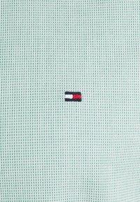 Tommy Hilfiger - SLIM FLEX DOBBY - Shirt - courtside green - 2