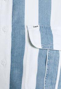 Lee - BOX PLEAT - Button-down blouse - dawn blue - 2