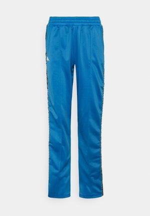 IMMITARA - Pantaloni sportivi - campanula