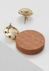 MAX&Co. - AFFABILE - Boucles d'oreilles - light gold-coloured/wood - 2