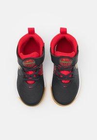 Nike Performance - TEAM HUSTLE 9 UNISEX  - Basketball shoes - dark smoke grey/metallic gold - 3