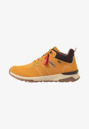 Zapatillas altas - corn