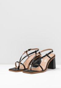 L'INTERVALLE - PASION - Sandály s odděleným palcem - black - 4