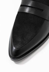 Vero Moda - VMTRINE LOAFER - Loafers - black - 2