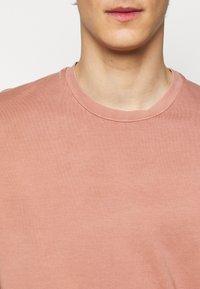 Boglioli - T-shirt basic - light red - 5