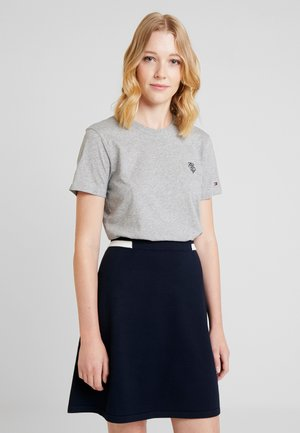 ESSENTIAL EMBROIDERY TEE - T-shirt imprimé - grey