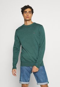 Tommy Hilfiger - CREW NECK - Sweter - green - 0