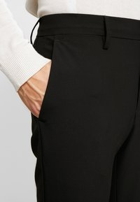DOCKERS - SMART FLEX TROUSER  - Kalhoty - black - 5