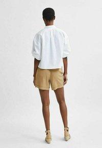 Selected Femme - TENCEL LYOCELL - Shorts - beige - 2