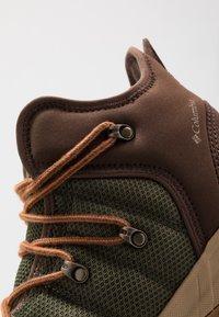 Columbia - FAIRBANKS 503 OMNI-HEAT - Walking boots - nori/dark adobe - 5