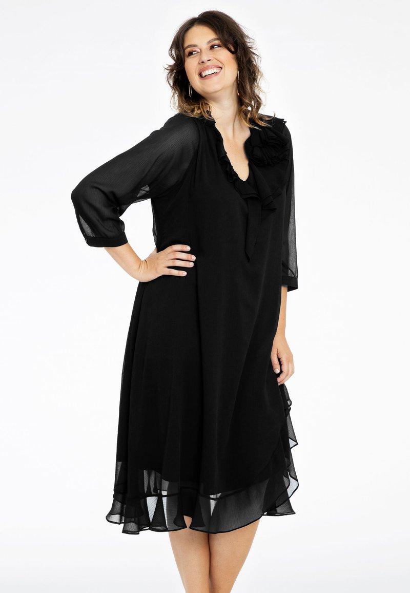 Yoek - Day dress - black