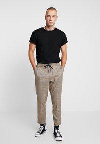 Topman - 5 PACK - Basic T-shirt - white/black/grey - 1