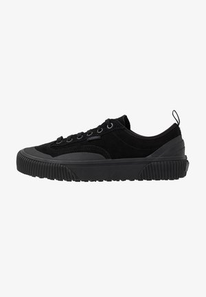 DESTRUCT - Trainers - black