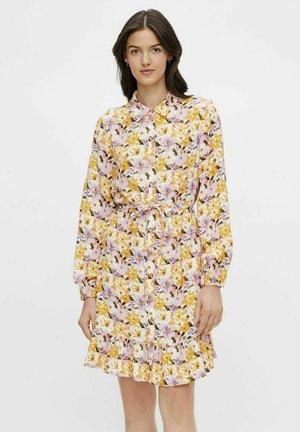 LANGEN ÄRMELN - Shirt dress - banana
