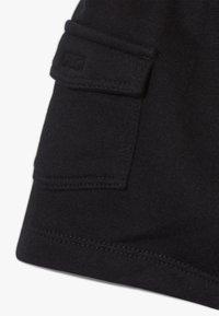 Nike Sportswear - CARGO BABY SET - Shorts - black/white/university red - 3