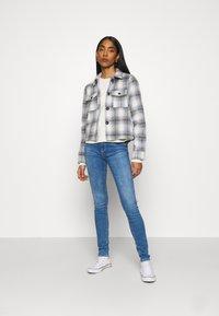 ONLY - ONLPAOLA LIFE - Jeans Skinny Fit - light medium blue denim - 1
