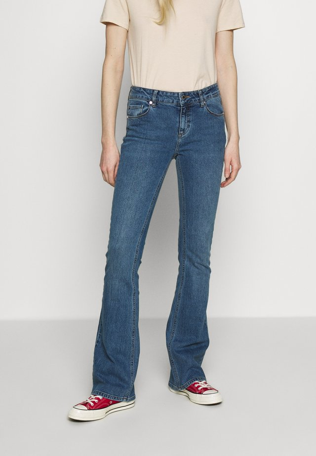 MARIJA WASH MAYFAIR - Flared jeans - denim blue