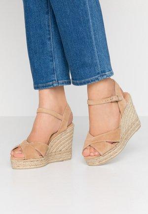 BLAUDELL  - Sandály na vysokém podpatku - tostado