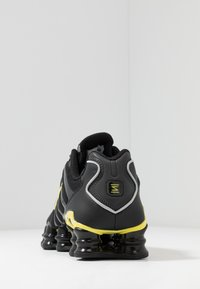 Nike Sportswear - SHOX TL - Sneakers - black/metallic silver/dynamic yellow - 4