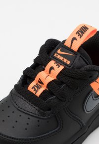 Nike Sportswear - FORCE 1 UNISEX - Baby shoes - black/total orange - 5