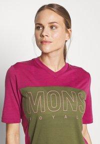 Mons Royale - PHOENIX ENDURO - T-shirts print - khaki/rose - 3