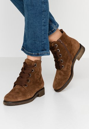 WIDE FIT - Ankle boots - whisky