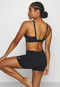 Sweaty Betty - HIGH INTENSITY SPORTS BRA - Sujetadores deportivos con sujeción alta - black - 3