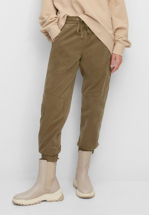 RELAXED FIT ANKLE LENGTH MID WAIST CUTLINES 5 POCKET - Tracksuit bottoms - nutshell brown