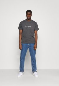 Levi's® - TEE UNISEX - T-shirt con stampa - blacks - 1