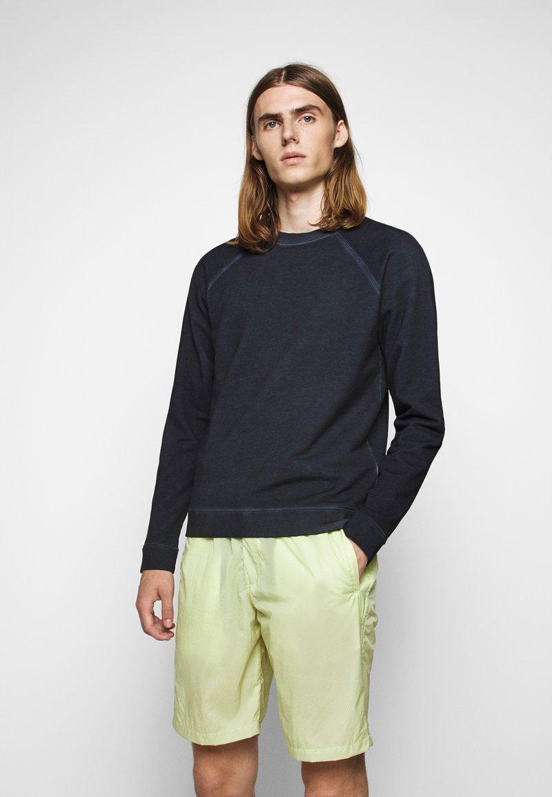 Folk - COLD DYE RIVET SWEAT - Sweatshirt - navy