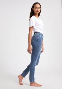 ARMEDANGELS - TILLAA CIRCULAR - Jeans Skinny Fit - light blue - 3