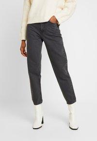 Weekday - LASH EXTRA HIGH MOM ECHO - Jeans fuselé - dark grey - 0