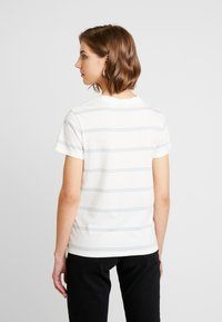 Levi's® - PERFECT TEE - T-shirt imprimé - alyssa cloud dancer - 2