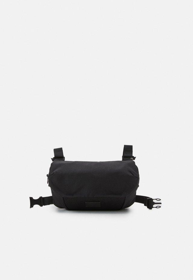 ATOM UNISEX - Bæltetasker - black