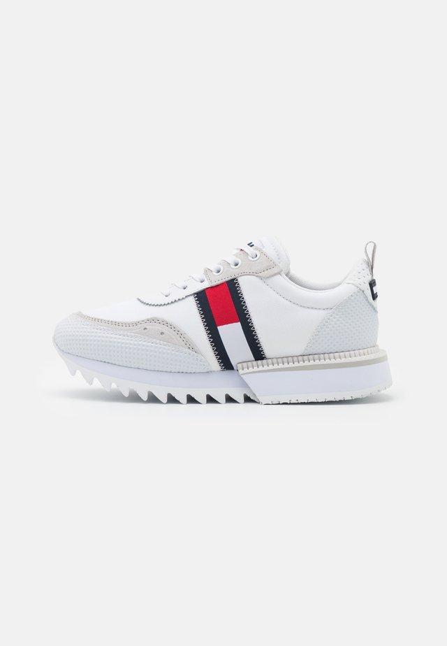 FASHION RUNNER - Sneakers basse - white
