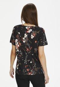 InWear - Basic T-shirt - black botanical bouquet - 2