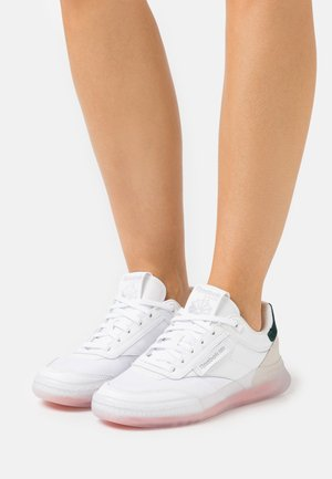 CLUB C LEGACY - Zapatillas - white
