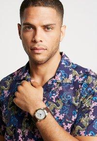 Versace Watches - URBAN - Montre - brown - 0