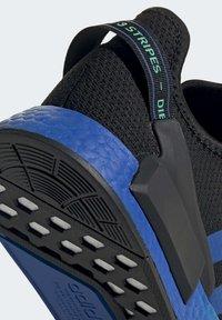 adidas Originals - NMD_R1 V2 SHOES - Sneakers basse - black - 8