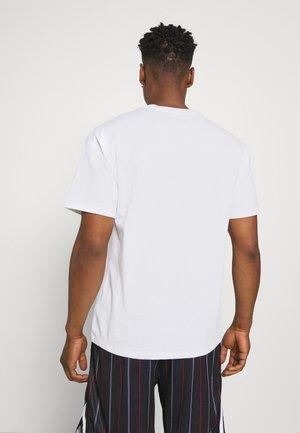TEE AIR LOOSE FIT - Print T-shirt - white