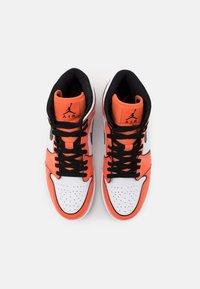 Jordan - AIR 1 MID SE - Zapatillas altas - turf orange/black/white - 3