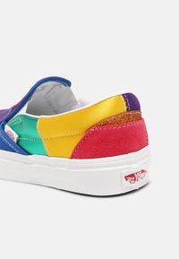 Vans - UA CLASSIC  - Slip-ons - pride patchwork/true white - 5