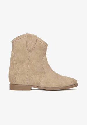 SLOAN - Cowboy/biker ankle boot - beige