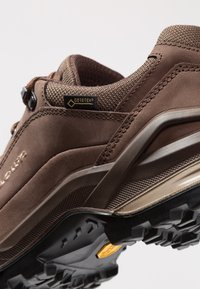 Lowa - RENEGADE GTX  - Hiking shoes - espresso/beige - 5
