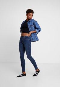 Vero Moda - VMSEVEN SHAPE UP - Jeans Skinny Fit - dark blue denim - 1
