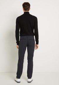 Selected Homme - SLHSLIM STORM FLEX SMART PANTS - Pantalon classique - dark sapphire/check - 3