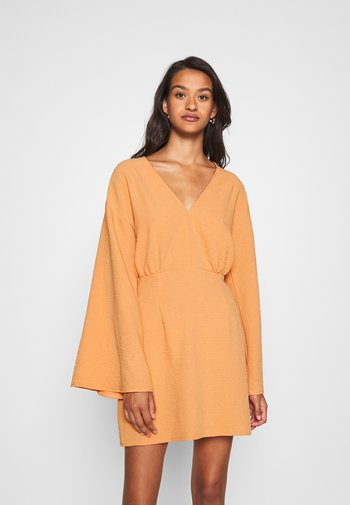 TEXTURED PLUNGE FLARE SLEEVE DRESS