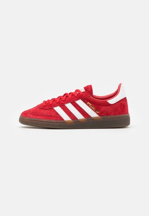 HANDBALL SPEZIAL TERRACE SHOES UNISEX - Baskets basses - scarlet/footwear white