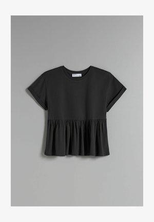 MIT KURZEN ÄRMELN UND VOLANTS - T-shirt med print - black